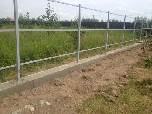 готовый фундамент под забор