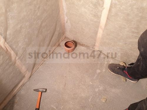 Выход канализационной трубы в пристройке